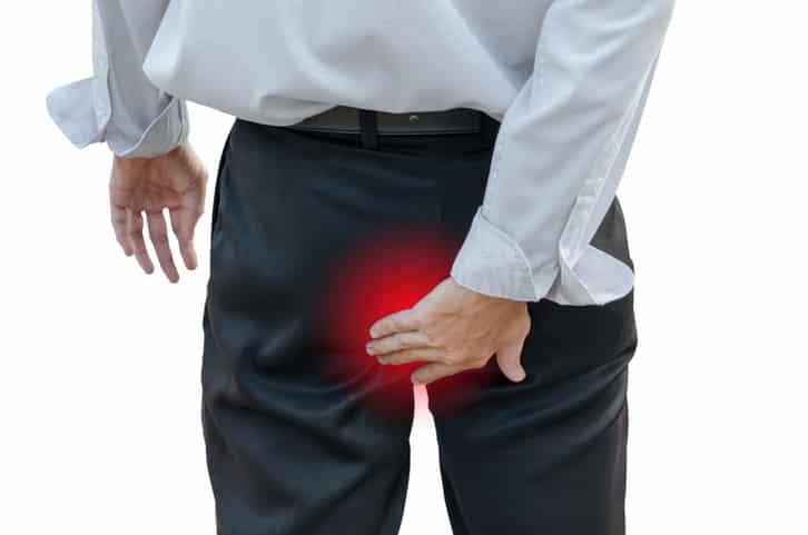 Une douleur intense est le symptôme d'un Kyste Sacrococcygien (Sinus pilonidal) - abcès du coccyx