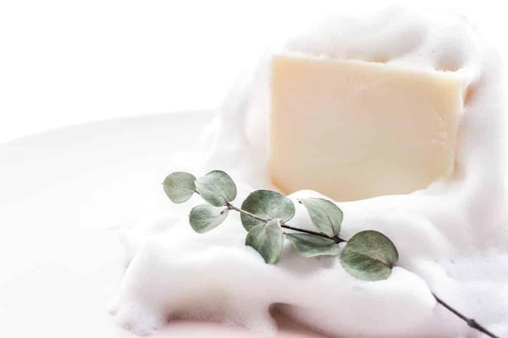 Le savon au lait caillé comme remède à domicile sur Kyste Sacrococcygien (Sinus pilonidal) ne peut être recommandé.