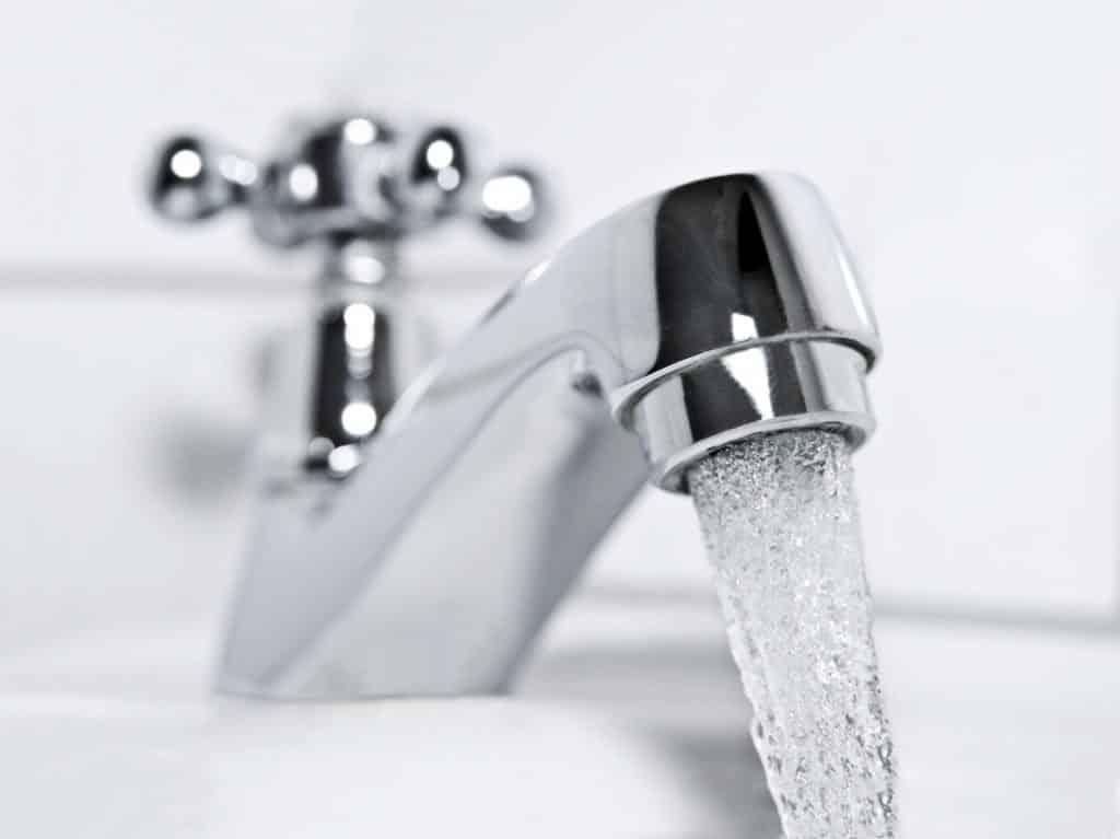 L'eau du robinet pour le rinçage pendant le traitement des plaies après Kyste Sacrococcygien (Sinus pilonidal) OOP ?